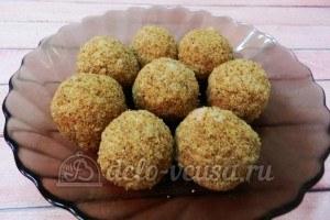 Рисовые крокеты: Формируем шарики