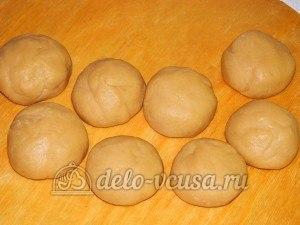 Торт медовик с заварным кремом: Тесто скатать в шарики