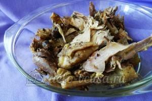 Курица под овощами: Курицу кладем на дно формы