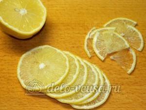 Треска под соусом: Лимон нарезать кольцами