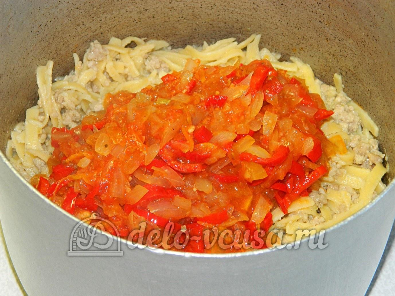 Яичная лапша с мясом и овощами: Добавить овощи к лапше
