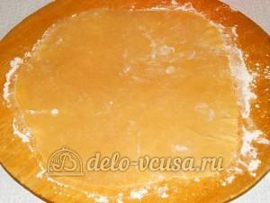 Торт медовик с заварным кремом: Тесто раскатать в тонкою лепешку