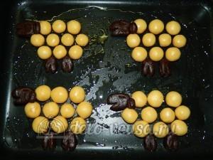 Печенье Барашки: Кладем печенье на противень