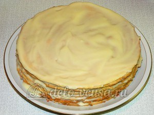 Торт медовик с заварным кремом: Промазываем торт кремом