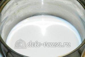 Пирожное картошка с орехами: Нагреваем молоко