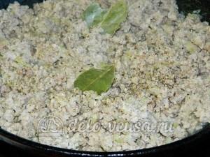 Яичная лапша с мясом и овощами: Обжарить фарш