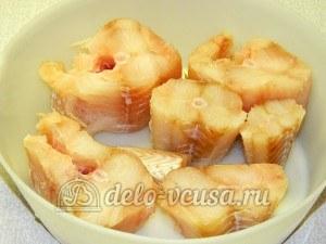 Треска под соусом: Рыбу разрезать на порции