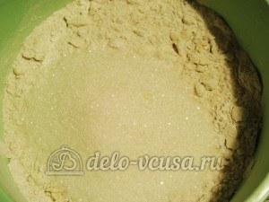 Ирландский яблочный пирог: В тесто добавить сахар