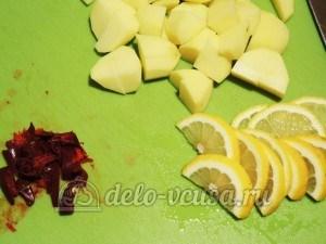 Суп с почками: Нарезать картошку, перец и лимон