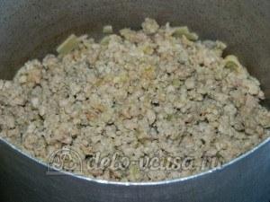 Яичная лапша с мясом и овощами: Соединить лапшу и готовый фарш
