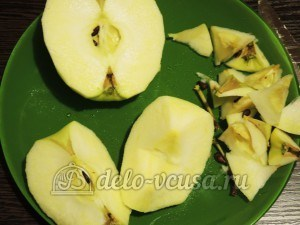 Ирландский яблочный пирог: Очистить яблоки