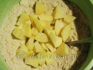 Ирландский яблочный пирог: Яблоки порезать кубиками