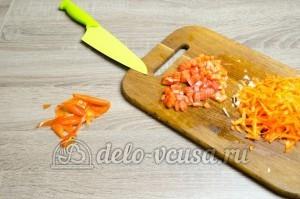 Щи из свежей капусты: Помидор очистить и порезать кубиками