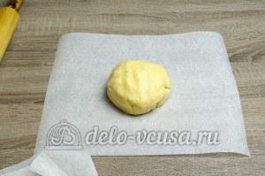 Пирог с яблоками закрытый: Разделить тесто