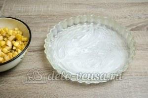 Пирог с яблоками закрытый: Форму смазать сливочным маслом