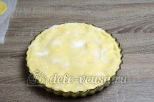 Пирог с яблоками закрытый: Посыпаем пирог сахаром