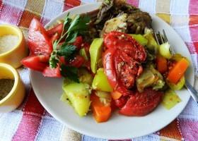Курица под овощами
