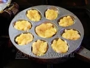 Печенье Орешки: Разложила тесто в орешницу