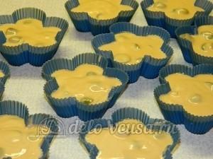 Чайный кекс: Разлить тесто в формы