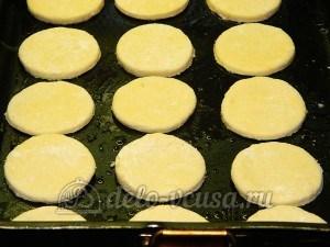 Творожное печенье с маком: Кладем заготовки на противень