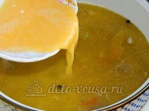 Куриный суп с лимоном: Взбить соус, вылить в суп