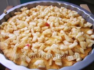 Яблочный пирог с безе: Выкладываем яблочную начинку
