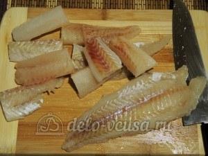 Рыбные палочки: Рыбу нарезать порционными кусочками