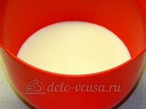 Ржаной хлеб с пшенной мукой: Соединить молоко и воду