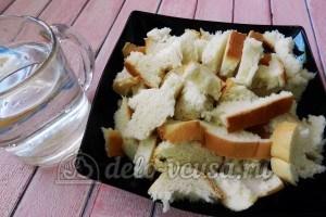 Тефтели с горчицей: Хлеб залить водой