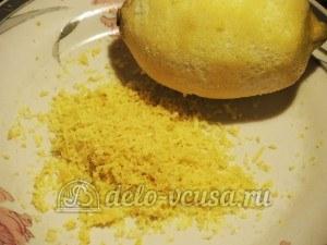 Курица миланезе: Натереть цедру лимона