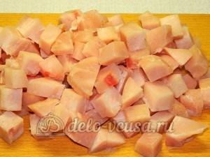 Куриное филе в майонезе: Порезать порционными кусочками