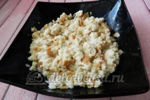 Тефтели с горчицей: Размять хлебный мякиш