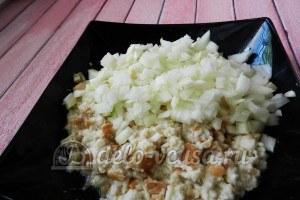 Тефтели с горчицей: Соединить лук с хлебом