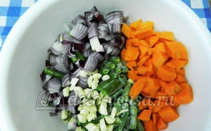 Ребрышки с перловкой: К овощам добавляем стручковую фасоль