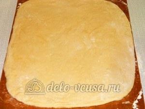 Пицца с овощами: Раскатать тесто