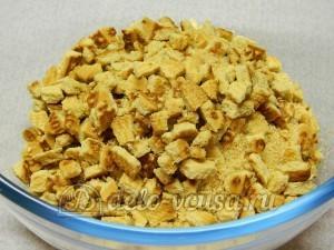 Сладкая колбаска без масла: Ломаем на мелкие куски