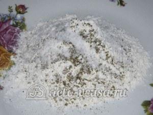 Тушеная пикша: Соединить муку, соль и специи