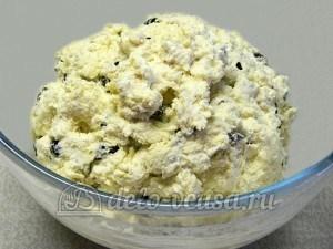 Сырники с изюмом: Размешать тесто