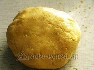 Яблочный пирог с безе: Замесить тесто