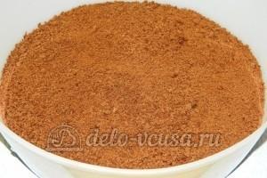 Бисквитный торт с черносливом: Один шоколадный корж измельчить