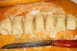 Чебуреки с говядиной: Разделить тесто и порезать