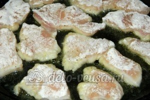 Куриный наггетсы: Выложить на сковороду, обжарить
