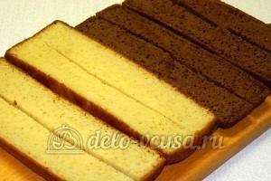 Бисквитные пирожные: Разрезать коржи
