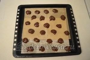 Шоколадное печенье с орехами: Выпекаем до готовности