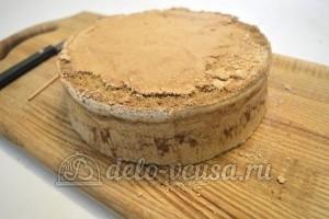 Бисквитный торт с кремом Шарлотт: Дать остыть, разрезать на 3 коржа
