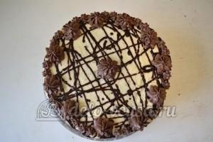 Шоколадный бисквитный торт: Украшаем торт