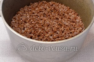 Красный рис с мясом: Дать рису настояться