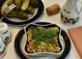 Салат с печенью трески и овощами