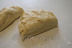 Пирог с курицей, грибами и сыром: Тесто разделить на 2 части