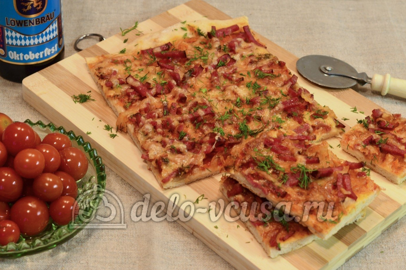 Как сделать пиццу с сыром и колбасой